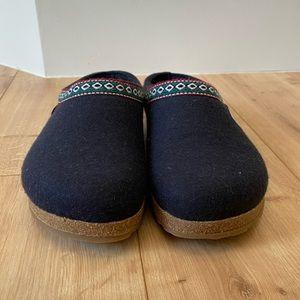 Haflinger grizzly clog slipper